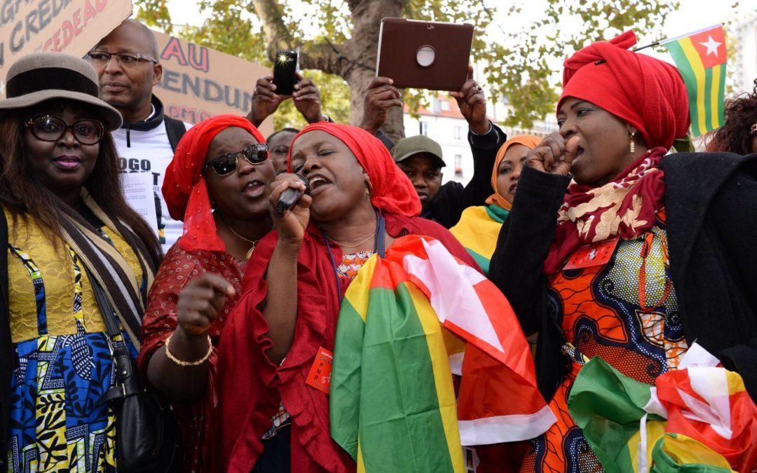 Miembros del clero y opositores políticos en Togo fueron espiados con Pegasus