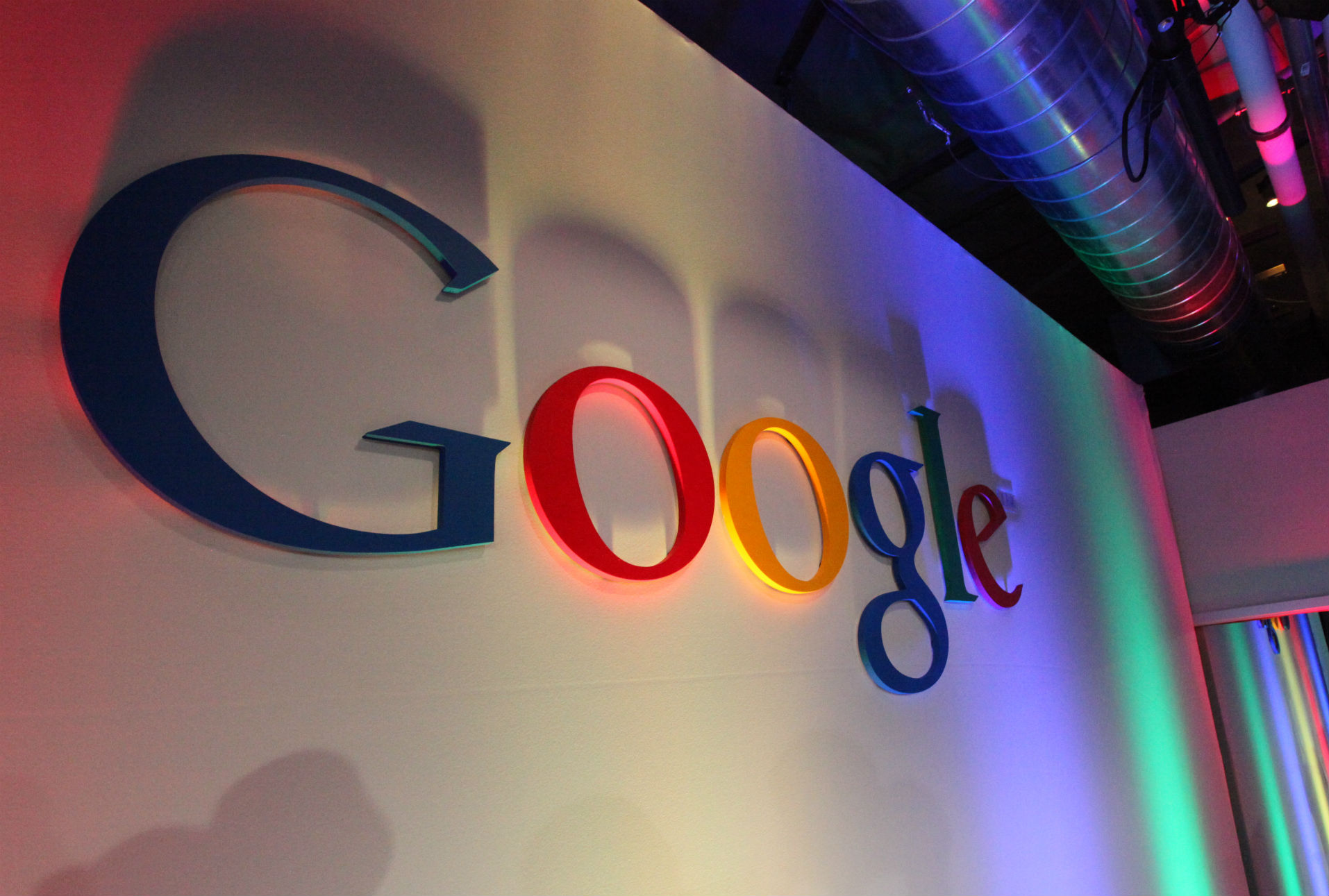 Gobierno francés multa a Google por opacidad en sus políticas de uso de datos