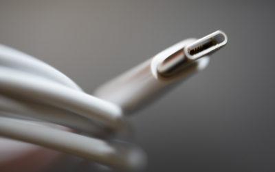 Comisión Europea propone cargador universal para dispositivos electrónicos; Apple se opone